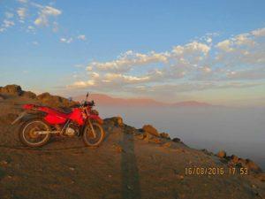 Paisaje de la ZRLA en Huaral con el colchón de nubes de Pasamayo